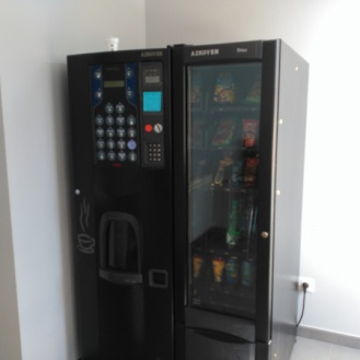 En la segunda planta máquina de bebidas y algunas cosas más