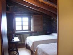 Uno de los dormitorios en Hotel O Cebreiro