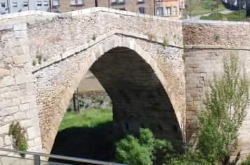 Se cruza el puente para acceder al casco antiguo