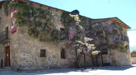 Museo Luis del Olmo frente al castillo