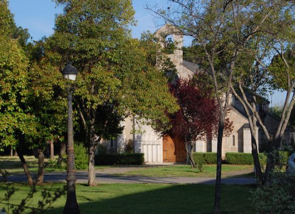 Pasaremos por la Iglesia neorrománica de Compostilla